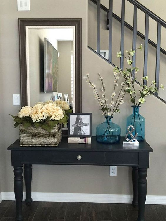 Antiques, Flowers, Rocks, Vintage Décor And All Kinds Of Decorations That  Highlight The Beauty Of Nature Always Work Splendidly At Giving Oneu0027s  Entryway A ...